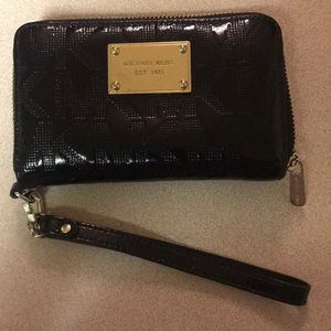 Black & Gold Michael Kors Wristlet